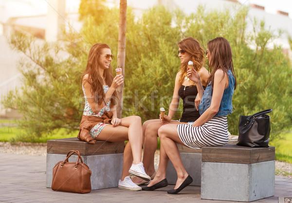 три хорошие есть мороженым скамейке Сток-фото © Geribody