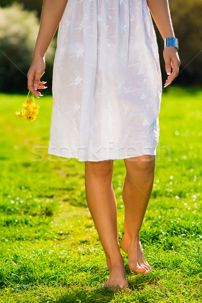 Gülen genç kadın çiçekler mutlulukla kız Stok fotoğraf © Geribody