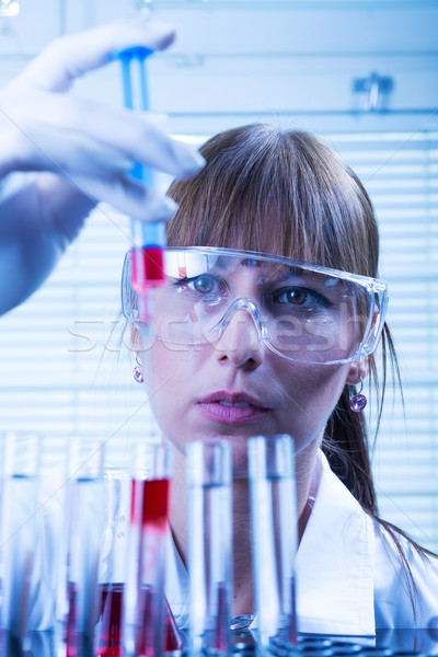 Laboratorium vrouw lab medische wetenschap werknemer Stockfoto © Geribody
