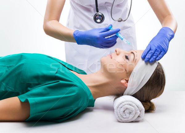 Stock fotó: Plasztikai · sebészet · gyönyörű · nő · műtét · sebészi · talár · ágy