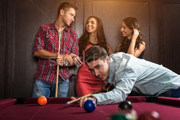 Leuk vrienden spelen biljart vrouw man Stockfoto © Geribody