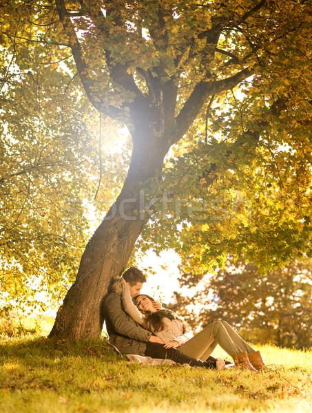 страстный любви парка дерево небе девушки Сток-фото © Geribody
