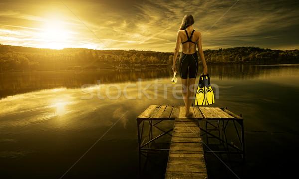 Mujeres buzo traje de baño borde muelle puesta de sol Foto stock © Geribody