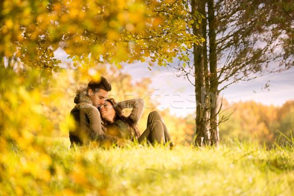 Appassionato amore albero autunno parco cielo Foto d'archivio © Geribody
