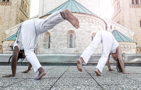 Fiatal pár capoeira partnerek előad szabadtér Stock fotó © Geribody