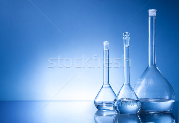Laboratuvar üç cam mavi Stok fotoğraf © Geribody