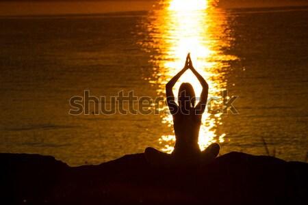 Siluet kadın yoga plaj gün batımı gökyüzü Stok fotoğraf © Geribody