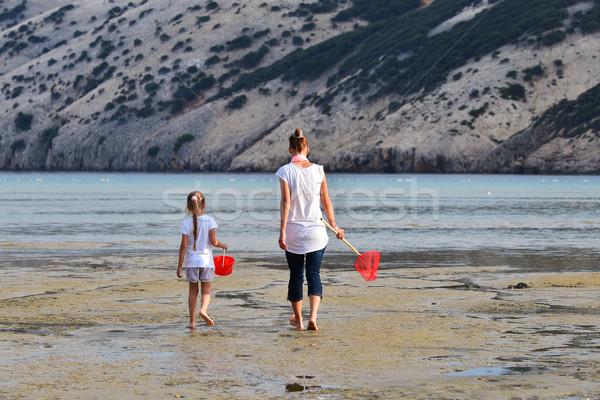 Anne kız balık tutma deniz kadın aile Stok fotoğraf © Geribody