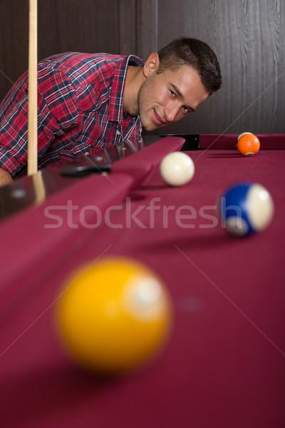 Moço jogar de bilhar mulher homem mulheres Foto stock © Geribody
