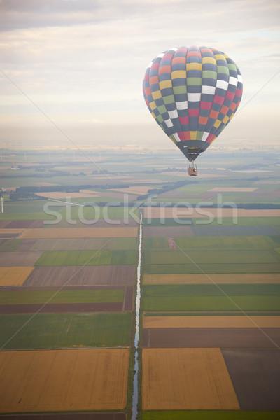 Hőlégballon zöld holland tájkép fölött égbolt Stock fotó © gigra