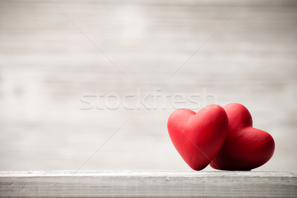 coeur rouge bois mur design pierre photo stock gita kulinica gitusik 3703345. Black Bedroom Furniture Sets. Home Design Ideas