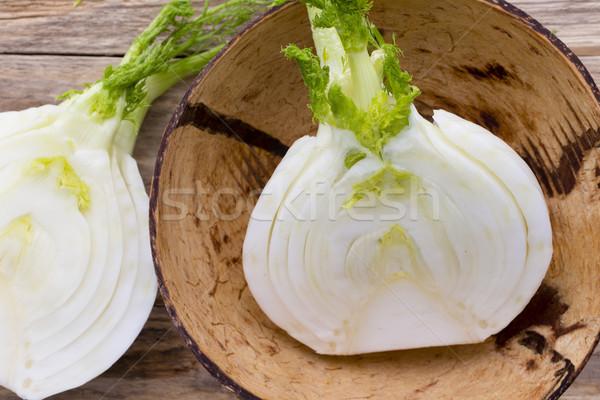 Funcho tigela mesa de madeira salada vegetal bulbo Foto stock © gitusik