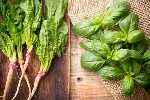 Groenten spinazie wortel basilicum houten blad Stockfoto © gitusik