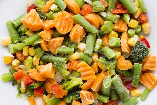 Congelado hortalizas blanco placa alimentos ensalada Foto stock © gitusik