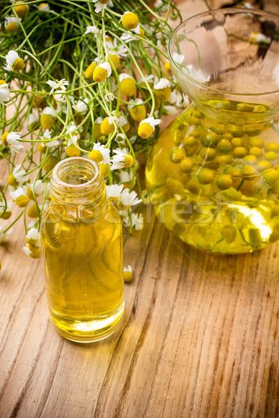 Manzanilla flores superficie aromaterapia petróleo Foto stock © gitusik