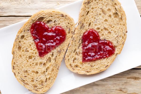 Grain tranche pain confiture forme de coeur fraise Photo stock © gitusik