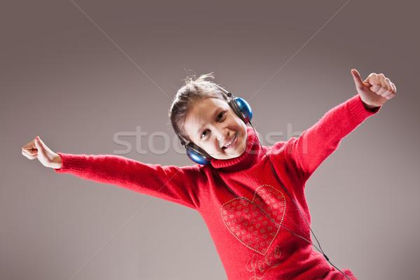 ストックフォト: 音楽 · 女の子 · 音楽を聴く · ダンス
