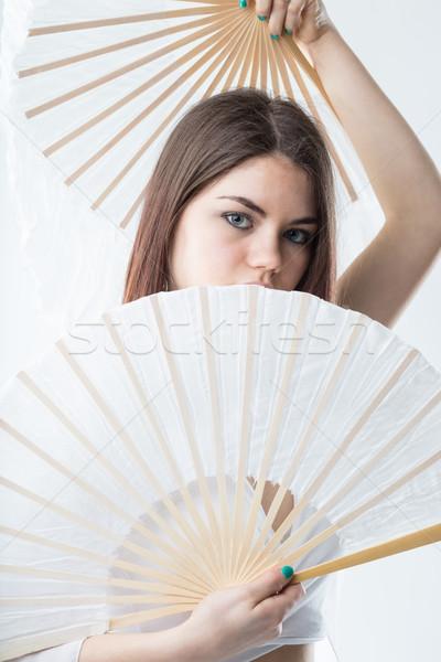 Bailarín posando par ventilador modelo ocultación Foto stock © Giulio_Fornasar