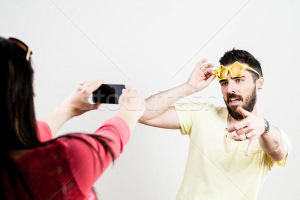 Pár elvesz mobil fényképek okostelefonok mosoly Stock fotó © Giulio_Fornasar