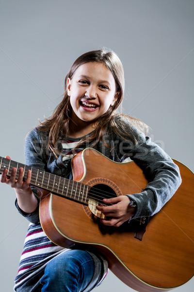 Sorridere ragazza giocare classico chitarra acustica acustico Foto d'archivio © Giulio_Fornasar