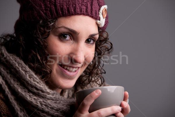 Glimlachende vrouw warme drank warm kleding zoals Stockfoto © Giulio_Fornasar