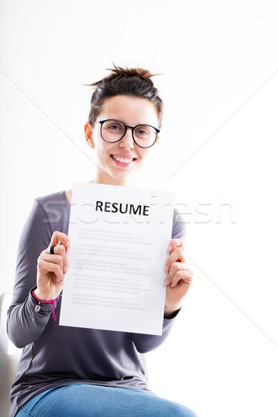 önéletrajz mosolygós kép Mosolygó · nő · mutat · önéletrajz · szemüveg · fehér · szék  önéletrajz mosolygós kép