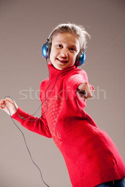 ストックフォト: 女の子 · ダンス · ポインティング · 指 · 音楽を聴く · 青