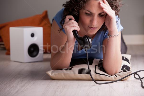 Kötü haber telefon kız konuşma dinleme Stok fotoğraf © Giulio_Fornasar