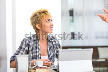 Belo mulher de negócios trabalhando café bela mulher Foto stock © Giulio_Fornasar
