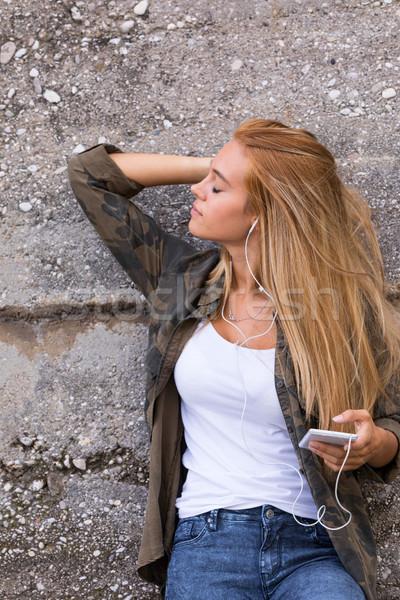 美少女 音楽を聴く 屋外 通り 写真 少女 ストックフォト © Giulio_Fornasar