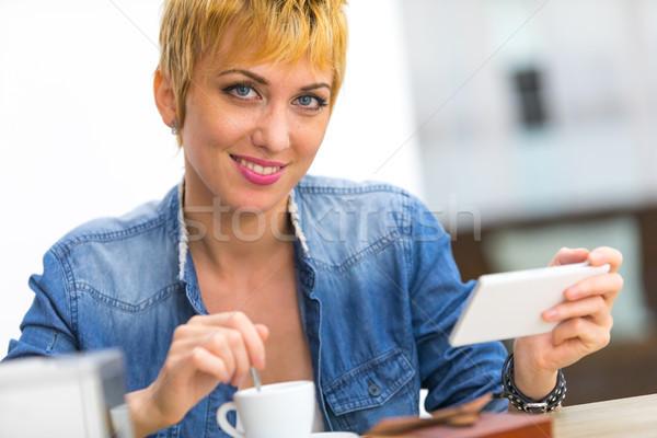 Genießen Tasse Kaffee home Handy Stock foto © Giulio_Fornasar