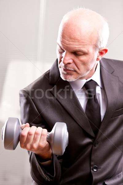 Gewichtheffen zakenman actie naar shot business Stockfoto © Giulio_Fornasar