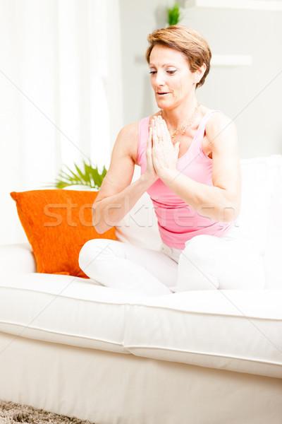 Aantrekkelijke vrouw oefenen yoga home vergadering lotus Stockfoto © Giulio_Fornasar