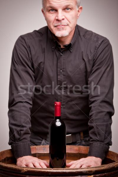 Orgoglioso vino uomo bottiglia ottimo vino rosso Foto d'archivio © Giulio_Fornasar