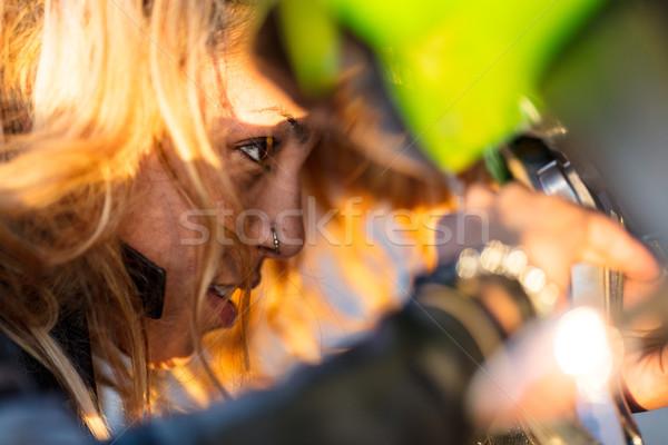 Vrouw omhoog motorfiets lopen jonge Stockfoto © Giulio_Fornasar