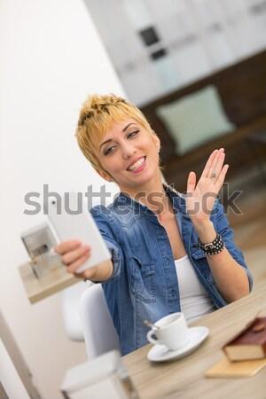 Belo mulher de negócios trabalhando café mulher bar Foto stock © Giulio_Fornasar