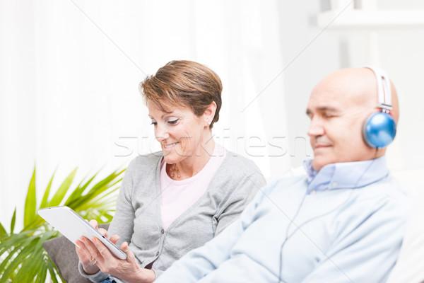 Mooie vrouw tablet bank Stockfoto © Giulio_Fornasar