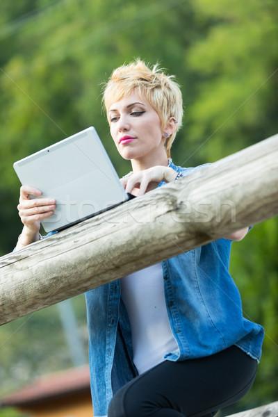 Online nooit Maakt een reservekopie jonge blond vrouw Stockfoto © Giulio_Fornasar