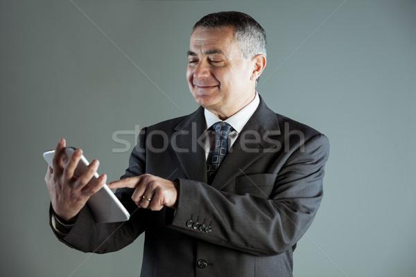 Portré boldog idős férfi táblagép visel Stock fotó © Giulio_Fornasar