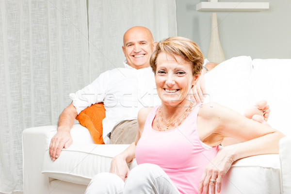 Gelukkig echtpaar ontspannen home samen woonkamer Stockfoto © Giulio_Fornasar