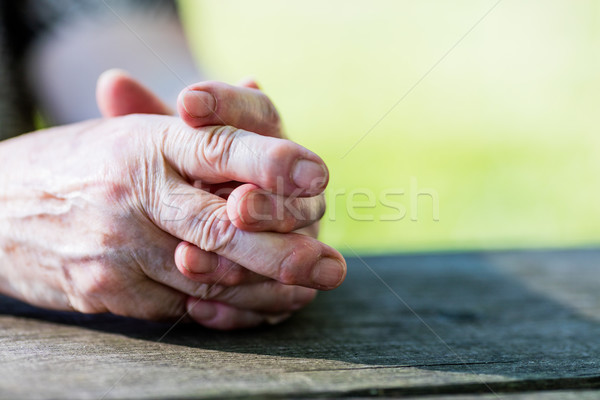 Ráncos kezek öregasszony asztal kopott nő Stock fotó © Giulio_Fornasar