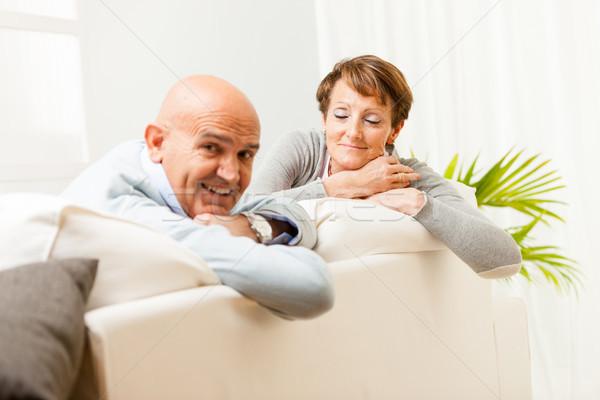 Stockfoto: Paar · vergadering · sofa · kijken