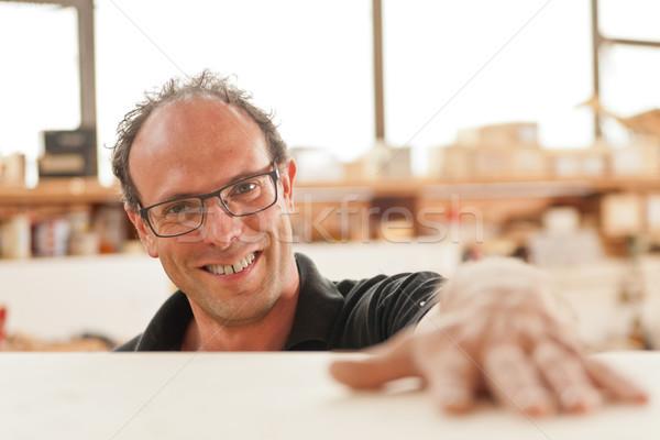 Foto d'archivio: Sorridere · falegname · faccia · legno · moda · lavoro