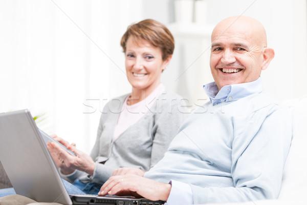 Foto stock: Feliz · casal · relaxante · casa · eletrônico