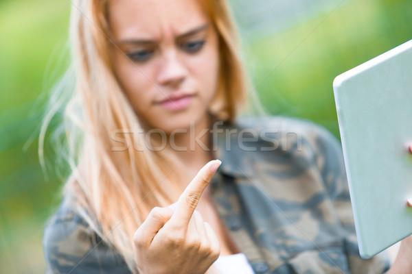 Meisje iets vinger buitenshuis tablet walgelijk Stockfoto © Giulio_Fornasar