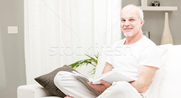 Mann Lesung Buch Wohnzimmer Senior gebildet Stock foto © Giulio_Fornasar
