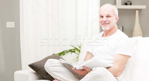 Férfi olvas könyv nappali idős tanult Stock fotó © Giulio_Fornasar