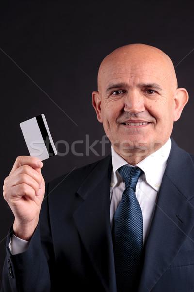 Foto stock: Velho · empresário · cartão · de · crédito · móvel · on-line