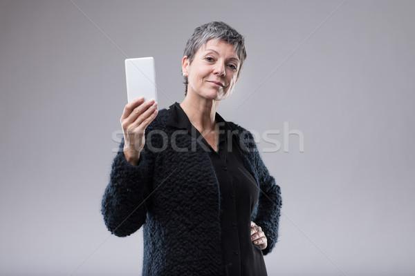 Vonzó nő tart mobil kéz csípő Stock fotó © Giulio_Fornasar