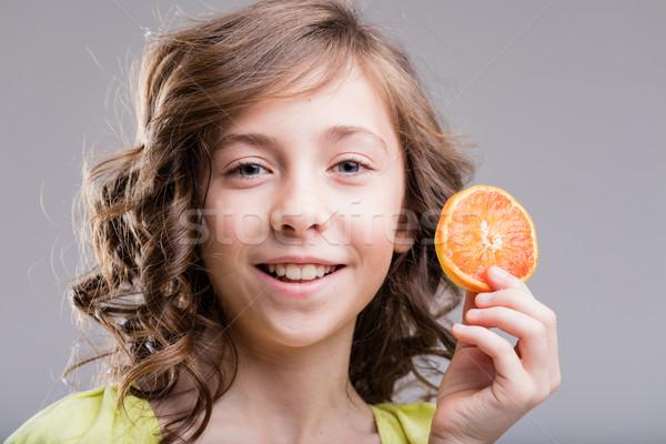 Narancs mosoly kislány mosolyog mutat narancsszelet Stock fotó © Giulio_Fornasar